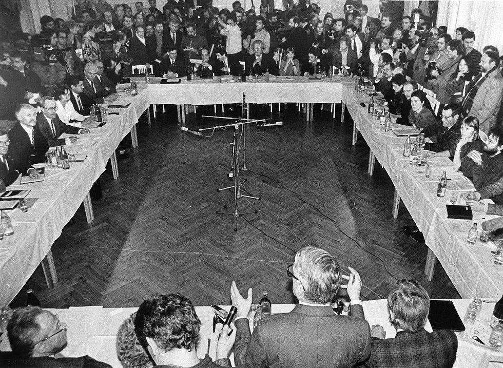 Der Runde Tisch : der runde tisch und die regierung revolution und mauerfall ~ Yasmunasinghe.com Haus und Dekorationen
